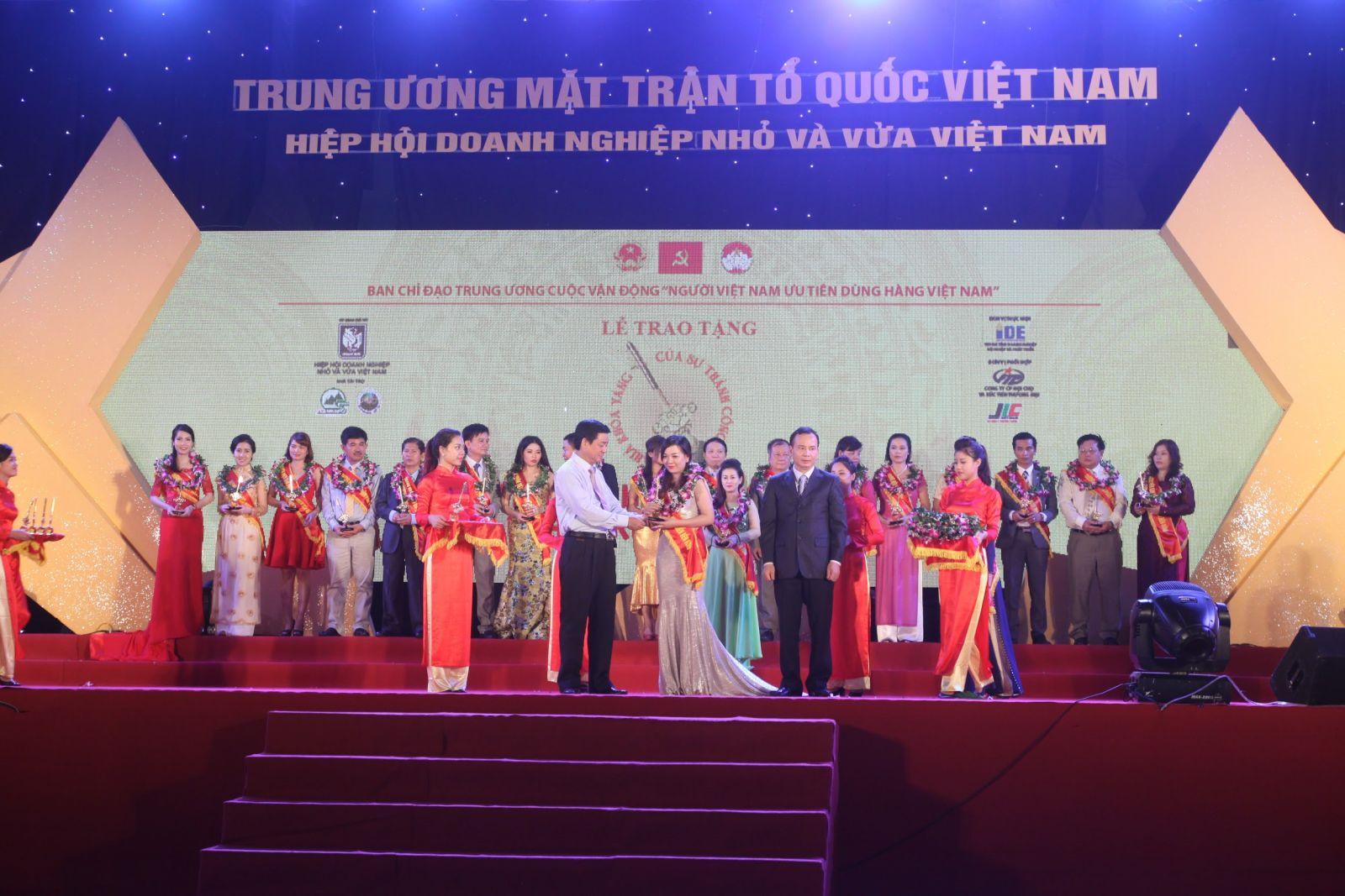 """Thương hiệu Tatu Luxury vinh danh trong trong cuộc vận động """"Người Việt Nam ưu tiên tiêu dùng hàng Việt Nam"""""""